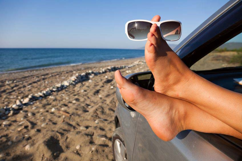 5 Benefits to Rent a Car in Santorini